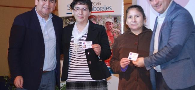 28 Vecinos de Nuestra Comuna Recibieron en Ceremonia su Certificación
